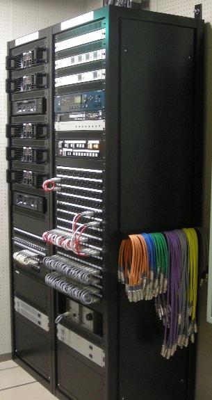 電力増巾器架/入力パッチ架