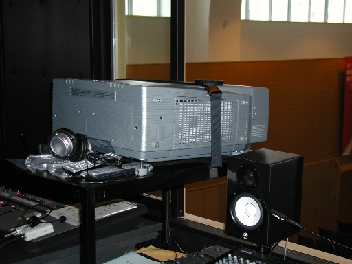 大型ビデオプロジェクター